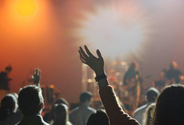 Emmener son enfant à un festival : les facteurs à prendre en compte