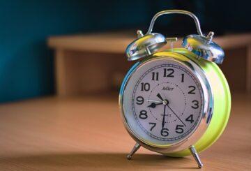 Réveil mécanique : un objet charmant et utile à offrir